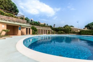 Cosy villa with sea views and 5 minutes walk to the beach