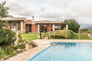Panoramic 4 bedroom, 5 bathroom villa with pool near stunning beach