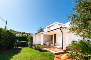 3 bedrooms and 2 bathroom Villa in front of the beach South Sardina