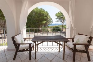 Villa in a exclusive position on a cliff with breath taking views of the sea and swimming pool